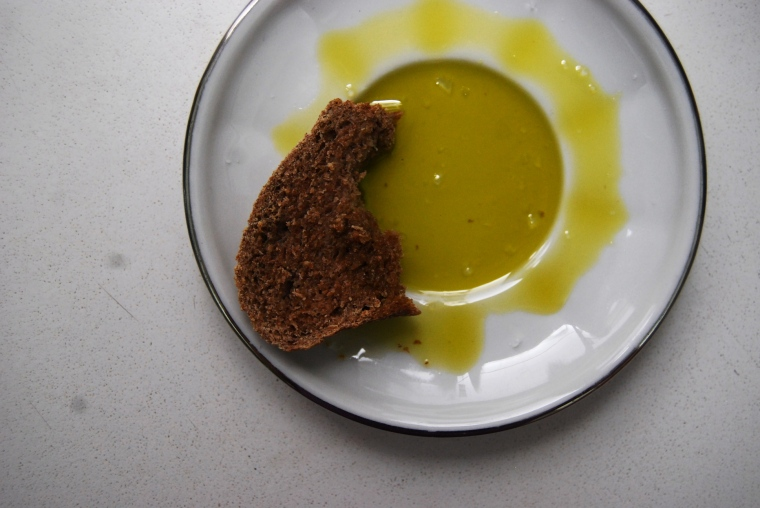 Bread with olive oil(3)